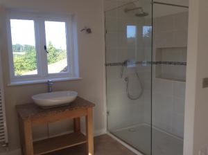 shower enclosure by valleybuild